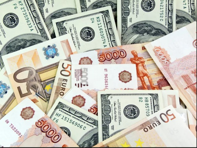 Доллар, евро и рубль.