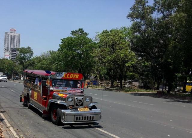 Общественный транспорт в Маниле - джипни