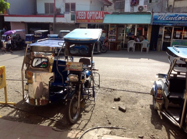 Трицикл на Филах - тот же тук-тук