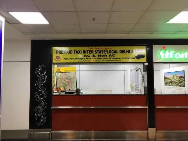 В зале выхода из аэропорта (справа, если стоять лицом к выходу).