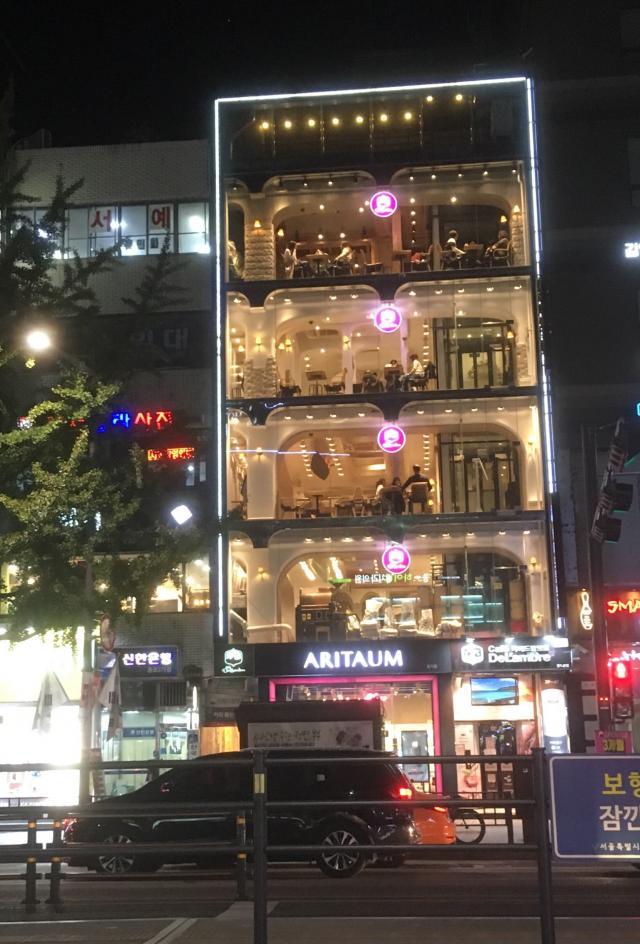 Кафе-витрина в Сеуле