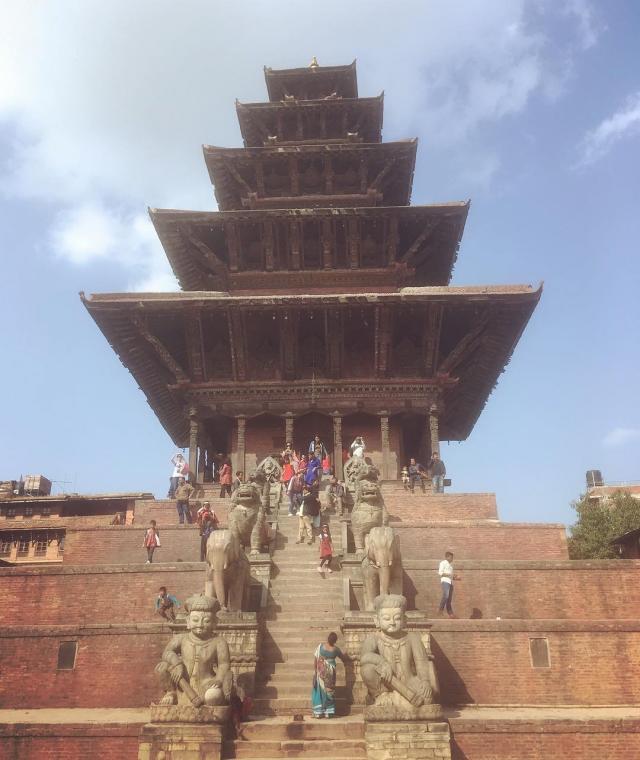 Ньятапола - самый большой храм в Непале. И он здесь в Бхабтапуре