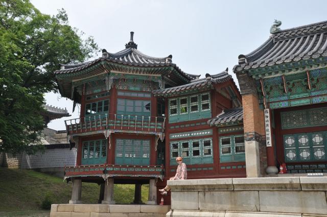 Сад Кёнбоккуна летом