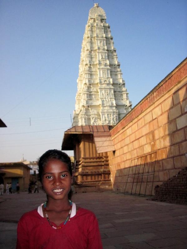 во дворе храма Рангаджи