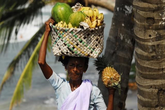 продавщица свежих ананасов , Керала