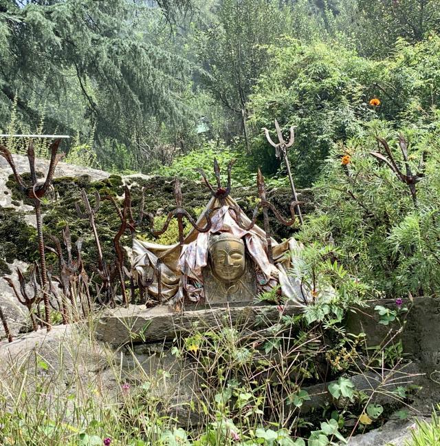 индуистский храм по дороге