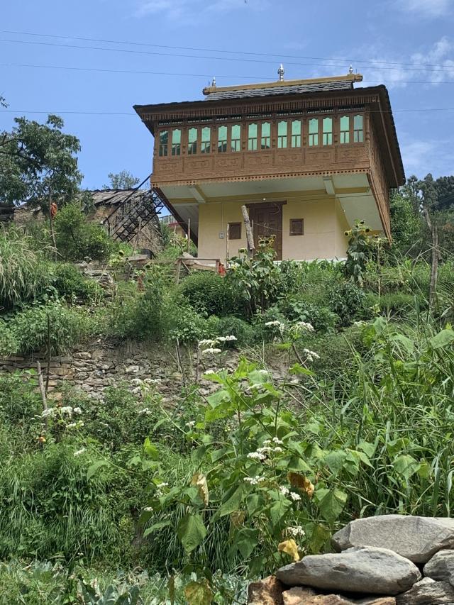 деревенский дом, который с дороги я приняла за храм