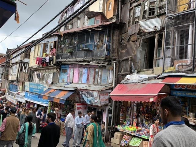 параллельная Моллу рыночная улица для местных