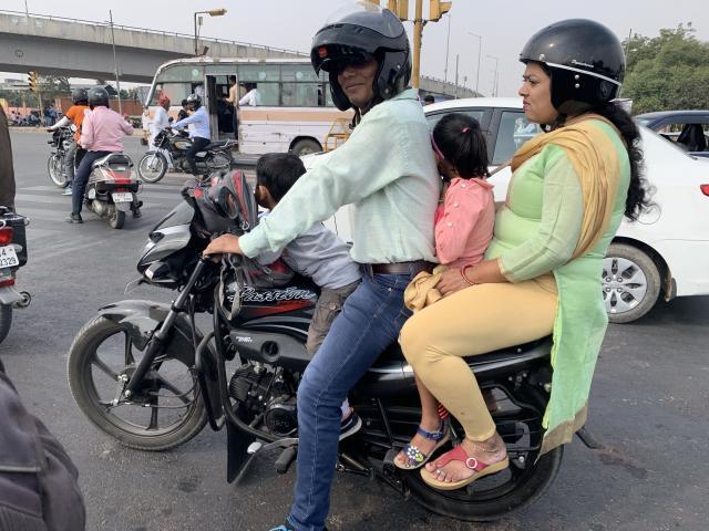 оч эффективное использование транспорта. На каждом байке не меньше трех человек