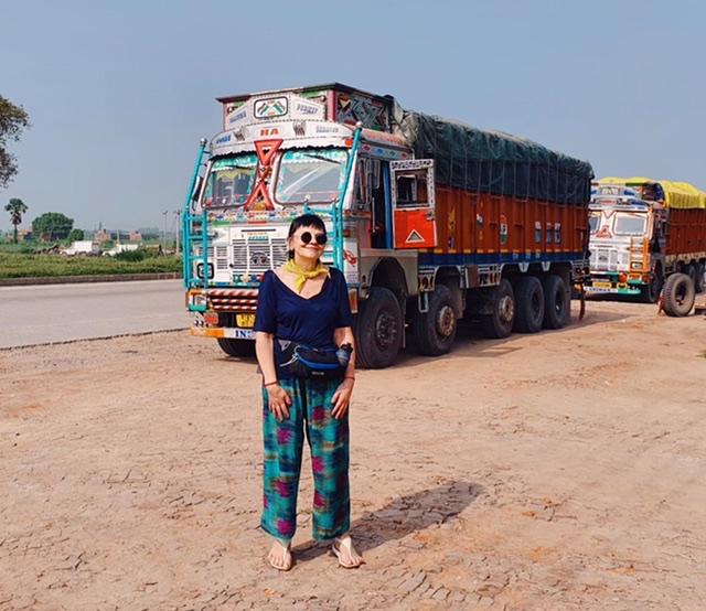 Местные «дальнобойщики» встретились на пути на Бодхгайю