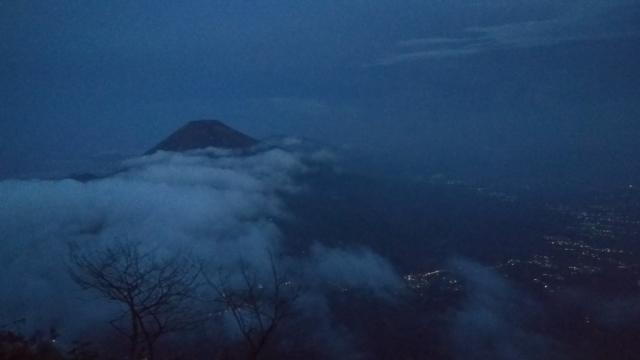 Вулкан Синдоро напротив