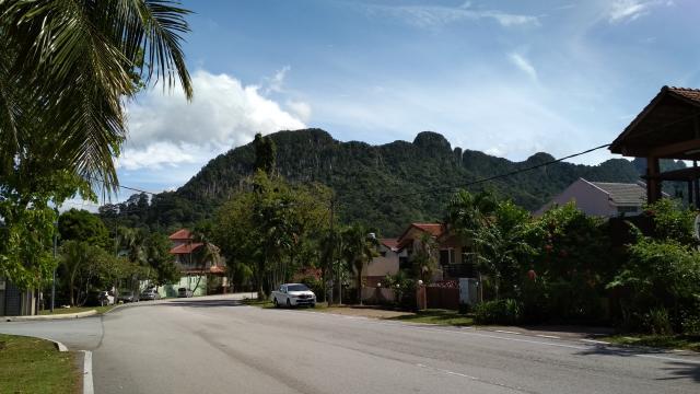 Холмы на окраине города