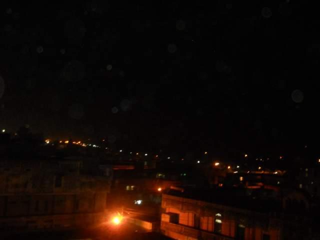 Никогда не забуду вечера на крыше когда зажигались огоньки на горах, и волшебные Гималаи в дымке, жаль фото не передает,тут уже стемнело правда)