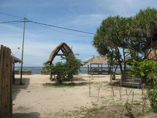 Пляж у Лаки-Бара