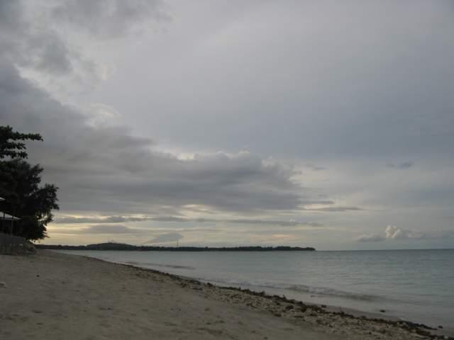 """Берег возле неё, вид в сторону Бали (напоминаю! ударение - на """"а""""! %-)))"""
