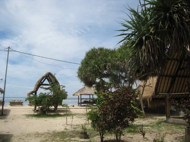 Пляж возле Лаки Бара