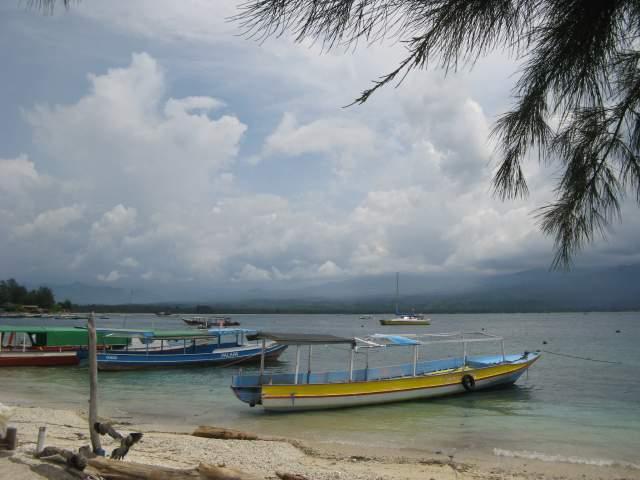 В бухте с видом на Ломбок