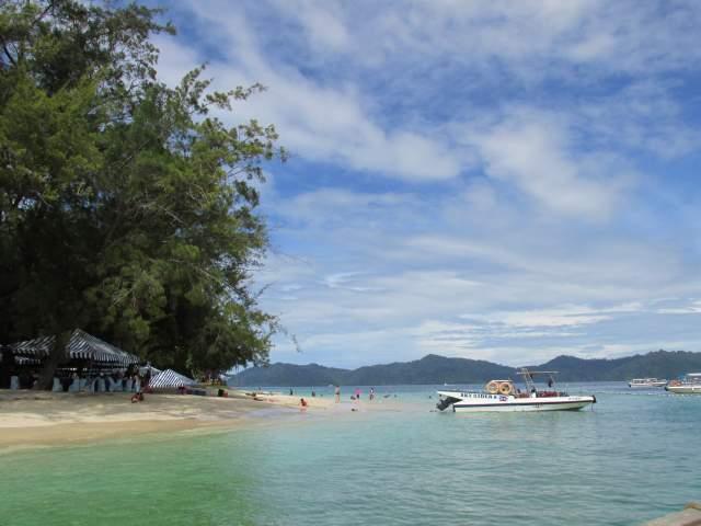 Тусанём на Островах Северного Борнео в островной Малайзии...