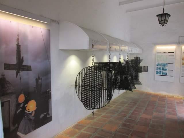 Местный мини-музей и метеорологические флюгера