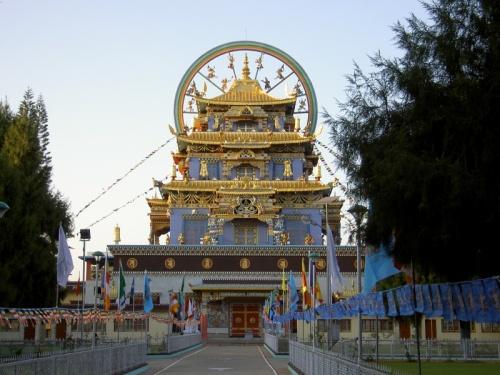 Золотой храм, нигмапьинский монастырь