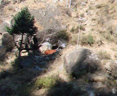 пещера отшельника недалеко отманикарана