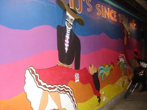 ресторан TJ's - очень дорого мексиканская еда, а зато рядом Bamboo corner - чудесно и не дорго