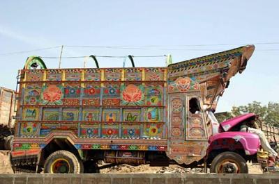 рузовики - главное украшение дорог Пакистана и Индии