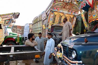 Для украшения грузовиков здесь существуют специальные мастерские. Среди художников по машинам есть свои знаменитости