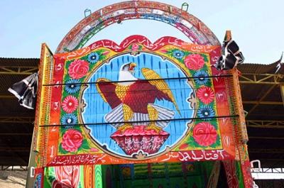 Часто водители выбирают для украшения персонажей восточных легенд - например, гигантских птиц, несущих в лапах рубины или алмазы
