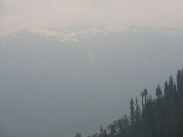 Сами Гималаи в дымке