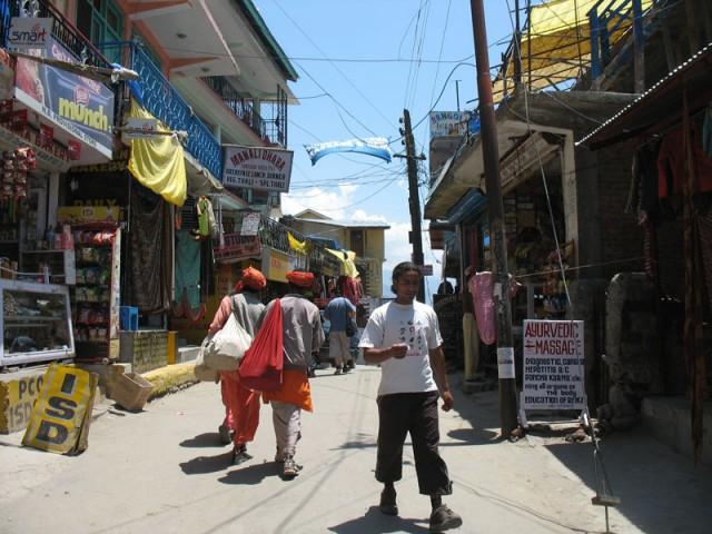 Главная улица с дорогими бутиками