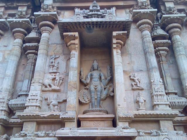 Деталь храма Субраманьяму