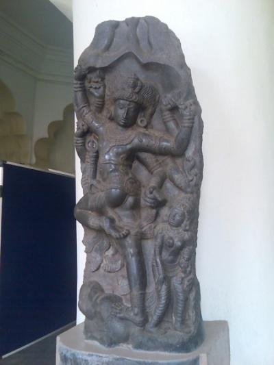 Каменное изваяние Шивы, убивающего демона в виде слона. Art Gallery