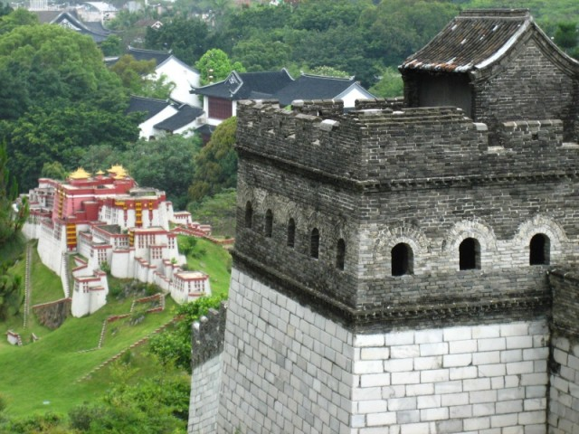 Шеньжень_Великая стена ... рядом с дворцом Потала!