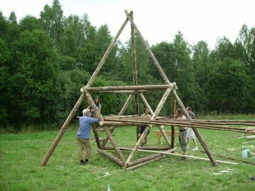 Строительство ауровильской хижины