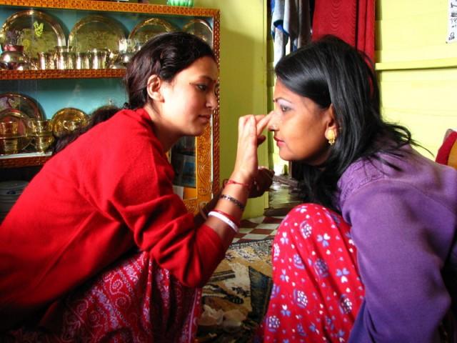 Арпана и ее невестка Санджана. Мэйк-ап.