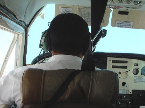 отважный пилот :)
