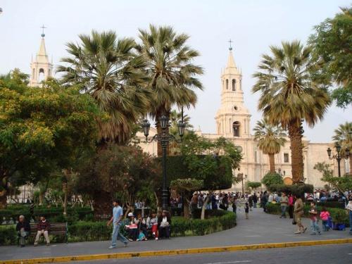 центральная площадь города Plaza de Armas