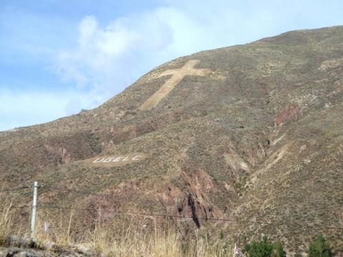 такие кресты часто украшают горы вблизи сел и деревень