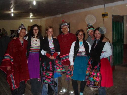 интернациональная команда бекпекеров, слева направо: Япония, Польша, Нидерланды, Франция, Великобритания, Россия