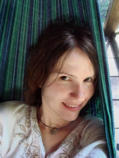 расслабляюсь в гамаке в прохладе... :)