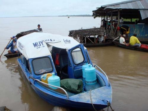 на этой лодочке предстоит 3 часа вверх по Амазонке