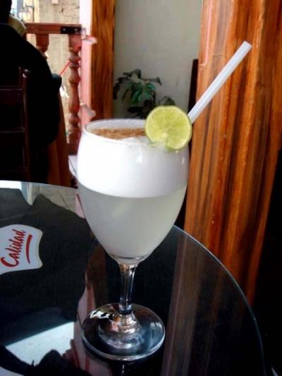 фирменный перуанский коктейль писко сур - ничего так!
