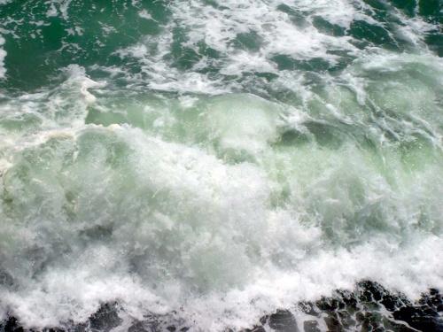 бущующие волны