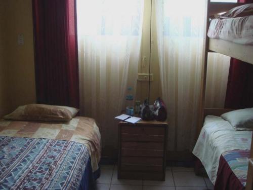 моя комнатка, на столе путевые заметки: завтра домой!