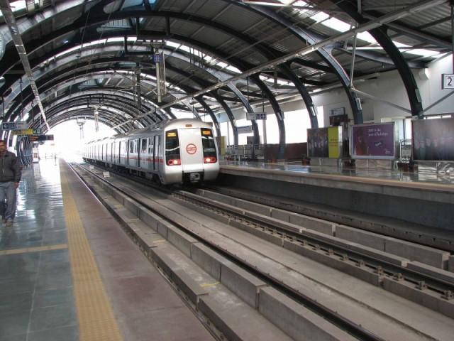Космическое делийское метро в 8 утра