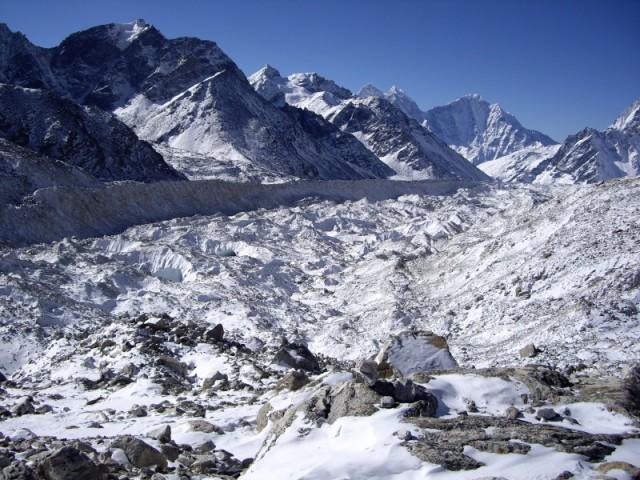 Ледяная река в долине Кхумбху