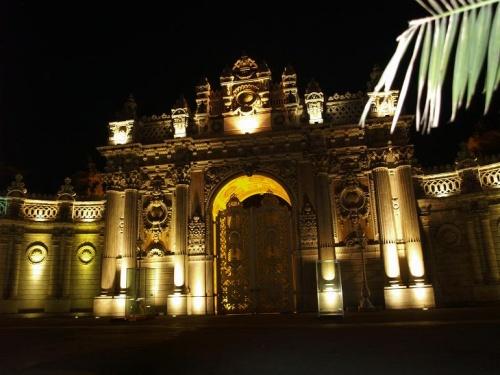 Долмаче дворец