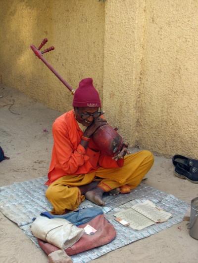 Садху у храма во Вриндаване