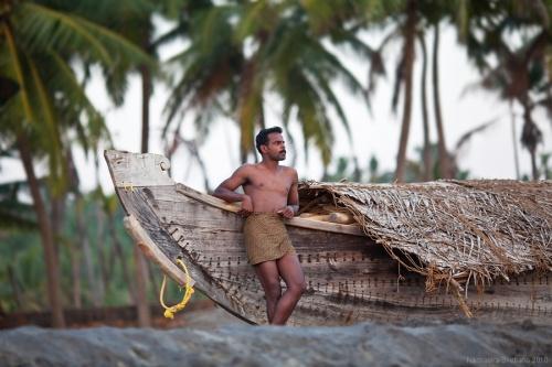 Классическое южноиндийское каноэ - кеттувалам, и его хозяин